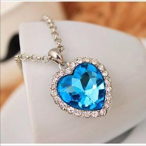 Jewelry - New dark blue crystal necklace